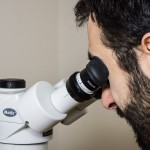 Using the microscope with the eye shields