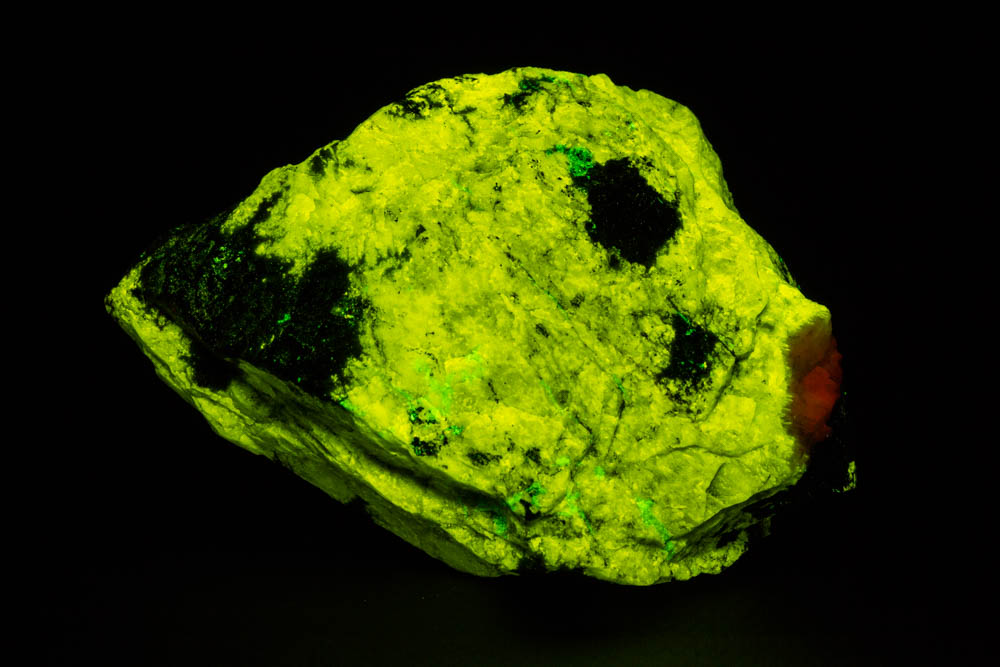 Esperite fluorescence, shortwave ultraviolet light