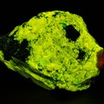 Esperite fluorescing under shortwave ultraviolet light