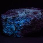Hydrozincite fluorescing under longwave ultraviolet light